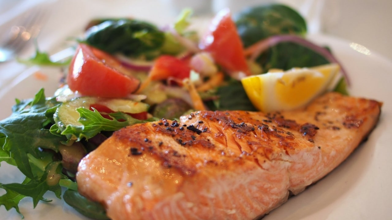 photo of a healthy salmon fillet and salad